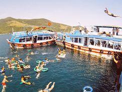 Thuê tàu du lịch tham quan đảo tại Nha Trang