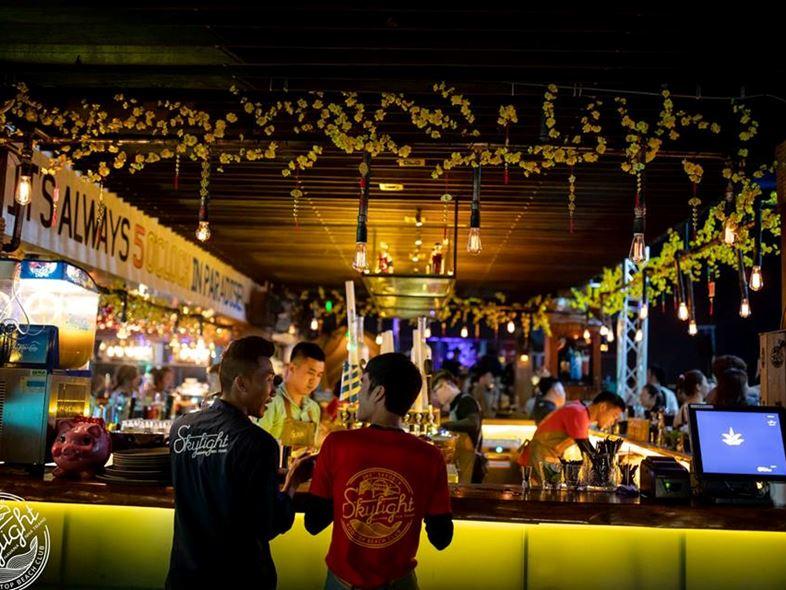 """Skylight Bar Nha Trang – Địa điểm ăn chơi """" HOT"""" nhất Châu Á"""