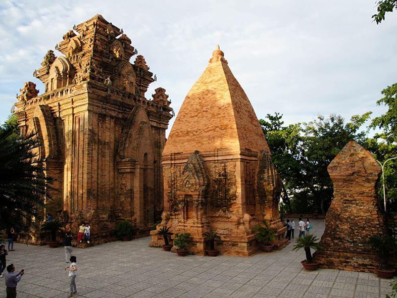 Tháp Bà Ponagar Nha Trang Chứng Tích Lịch Sử