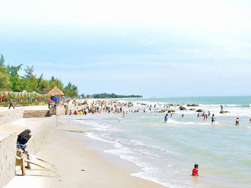Tắm biển Bình Lập