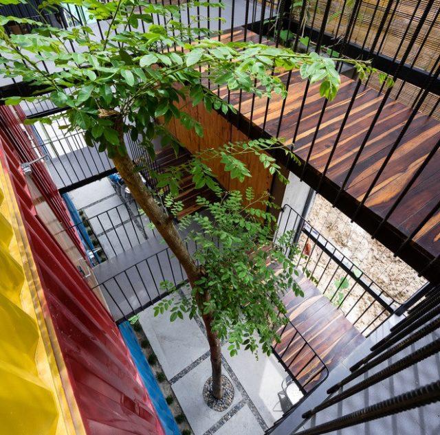 Khu vực hành lang khách sạn Ccasa Hostel