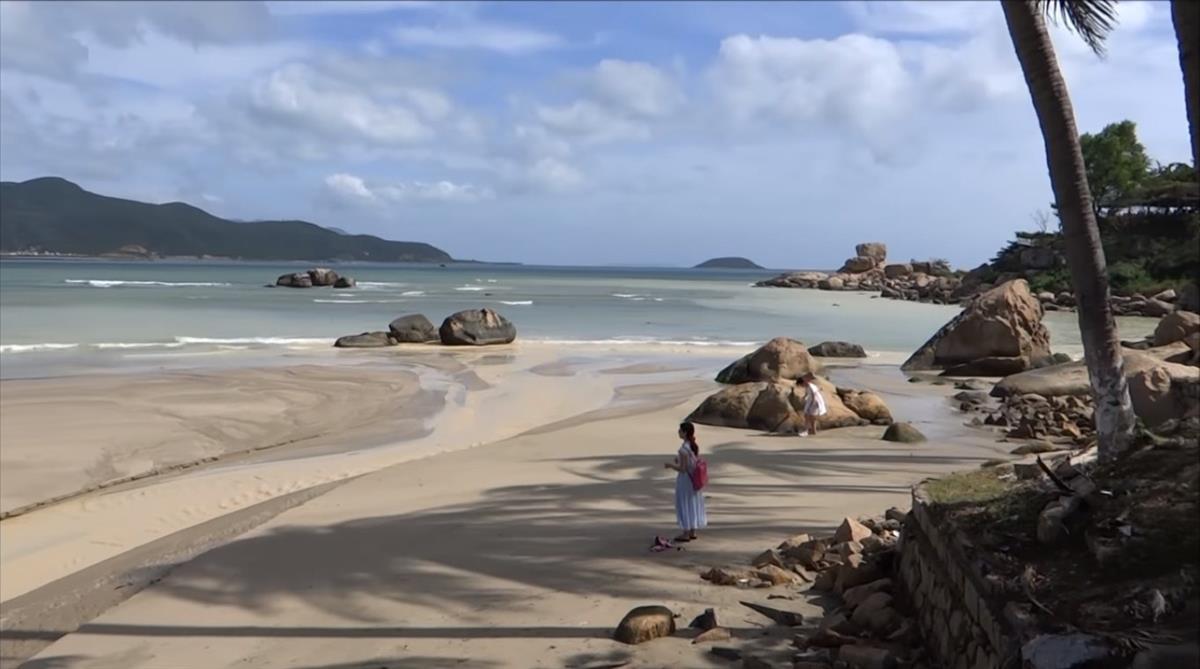 Bãi Dương khá yên tĩnh và mát mẻ