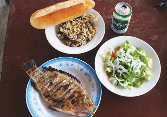 Ăn tại nhà hàng hồ kênh hạ