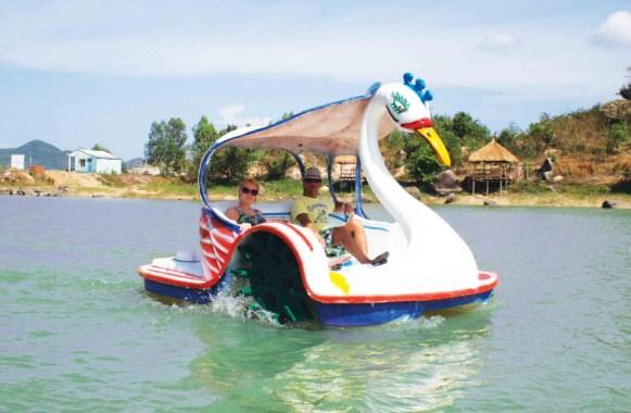 Di chuyển trên Hồ Kênh Hạ