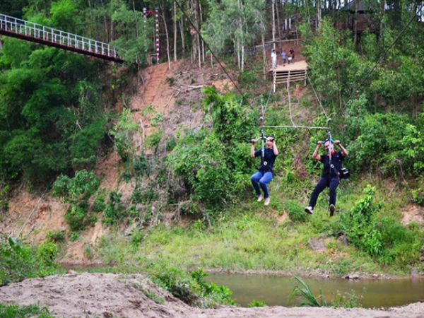 Đu dây zipline khu du lịch sinh thái nhân tâm
