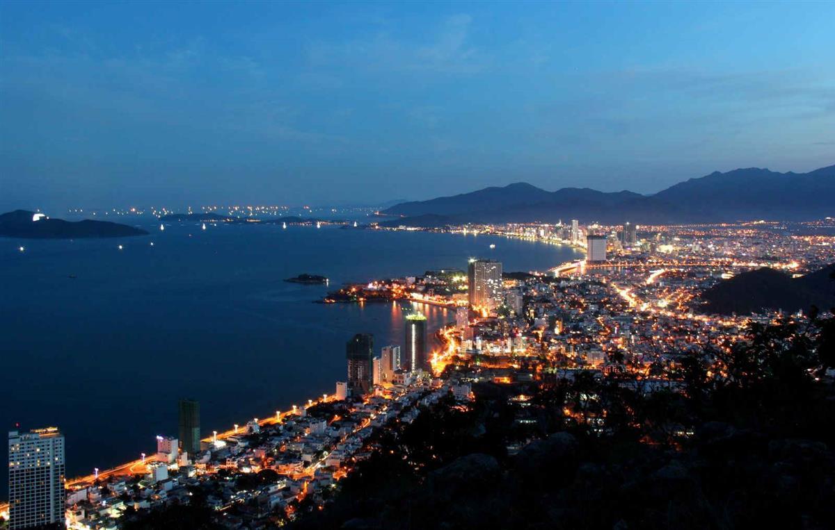 Núi Cô Tiên Nha Trang về đêm