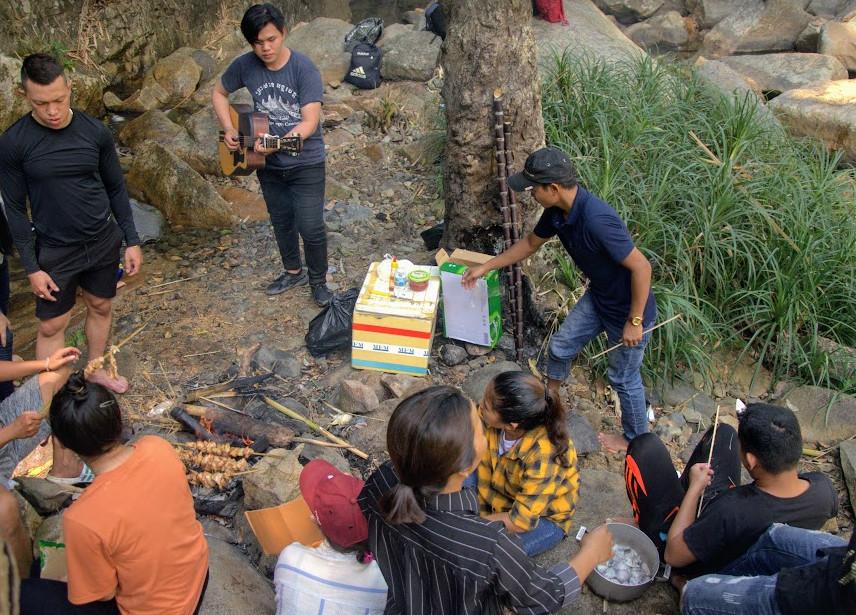 Thưởng thức ẩm thực tại thác