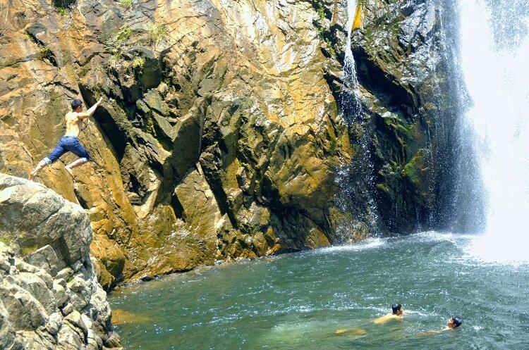 Hồ nước chân thác