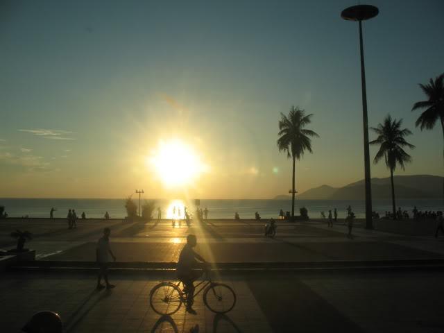 Bãi biển Nha Trang và những hoạt động hằng ngày