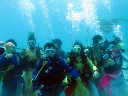 Đám cưới độc đáo dưới biển