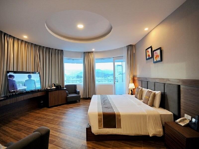 Khách sạn sang trọng & hiện đại