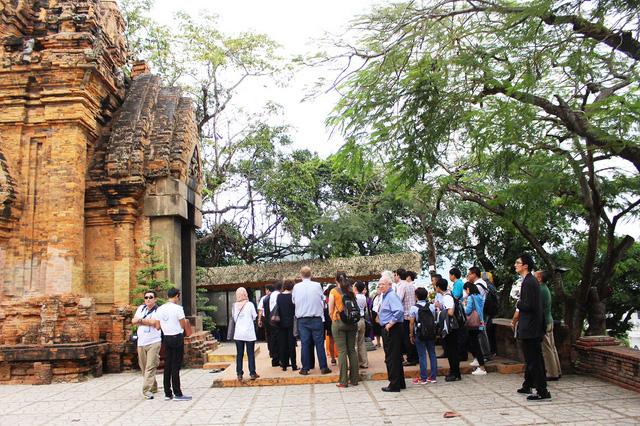 Có khoảng 150 quan chức, đại biểu APEC tới thăm ngôi tháp cổ nổi tiếng ở Nha Trang