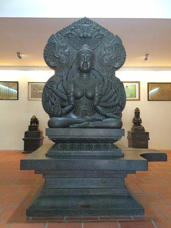 Pho tượng được điêu khắc rất tinh xảo