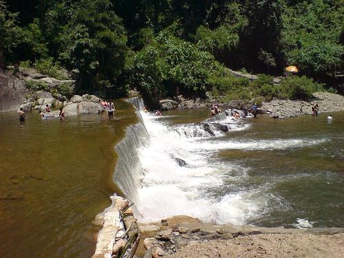 Tắm Thác Nước Yang Bay