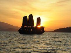 Tour Du Thuyền Ngắm Hoàng Hôn Vịnh Nha Trang