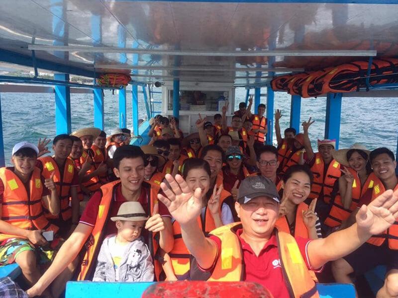 Di Chuyển Cano Đến Đảo Robinson Nha Trang