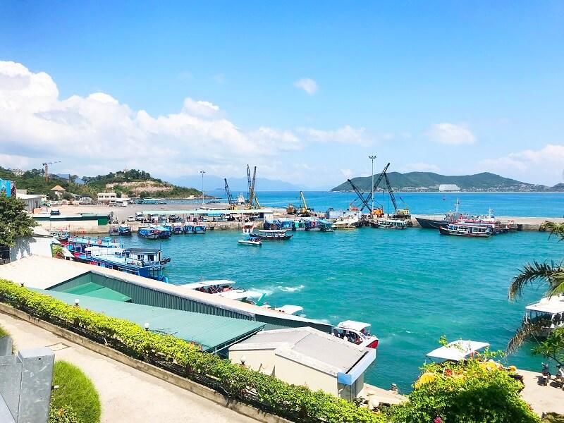 Rất đông tàu thuyền tại cảng