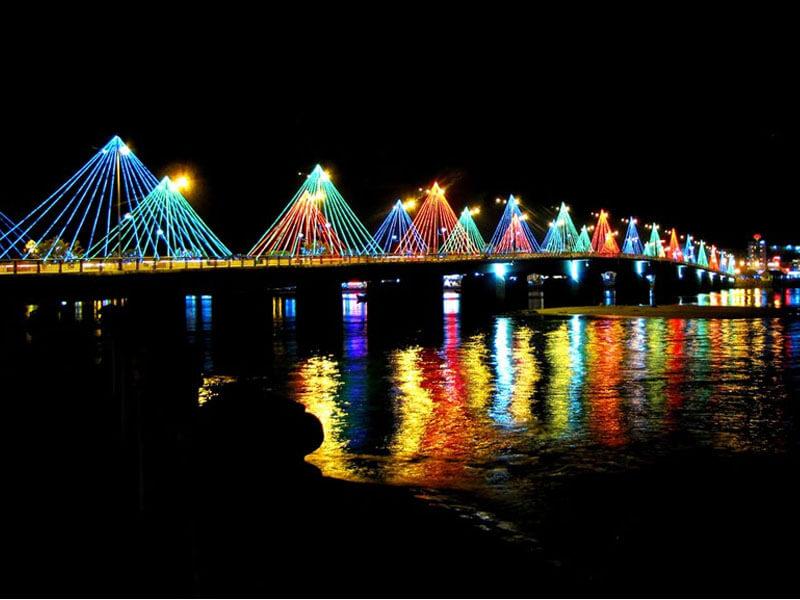Vẻ Đẹp Về Đêm Cầu Trần Phú Nha Trang