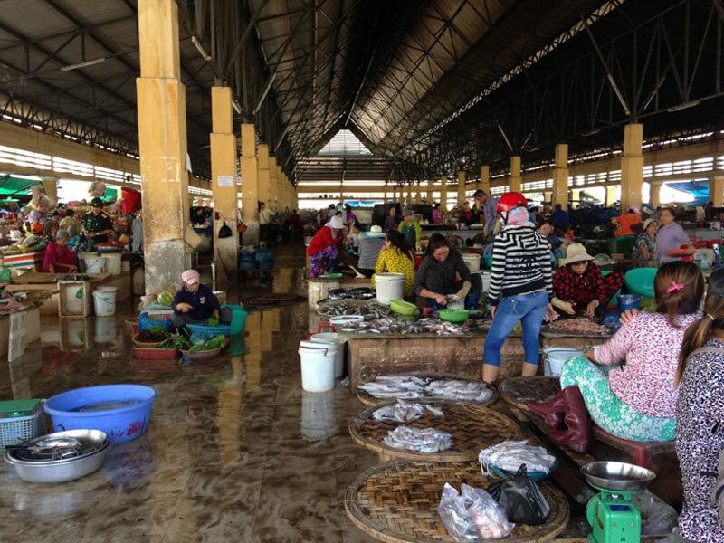 Khu Mua Sắm Bên Trong Chợ