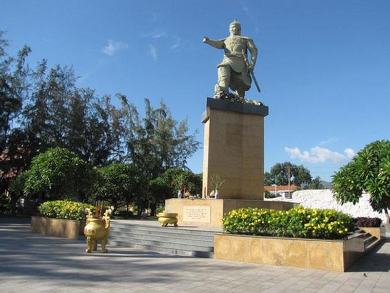 Tượng đài Trần Hưng Đạo