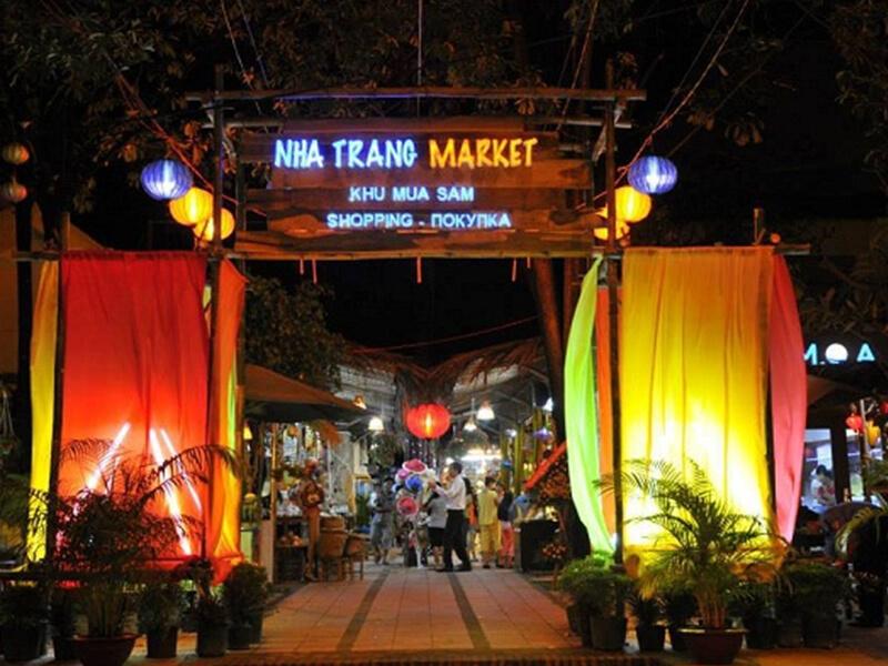 Chợ Đêm Sôi Động