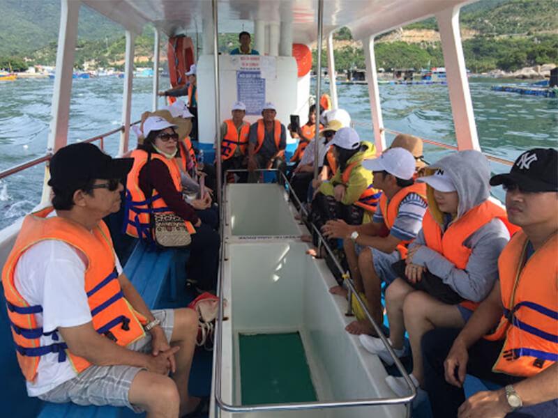 Tàu Đáy Kính Vịnh San Hô Nha Trang