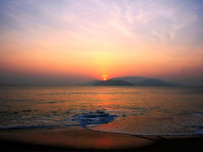Đón ánh bình minh trên biển