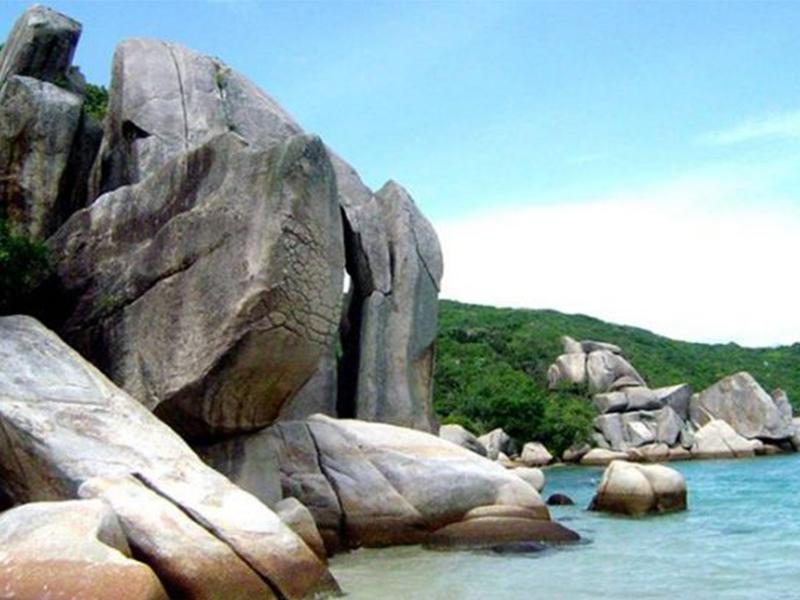 Những hòn đá nhô cao