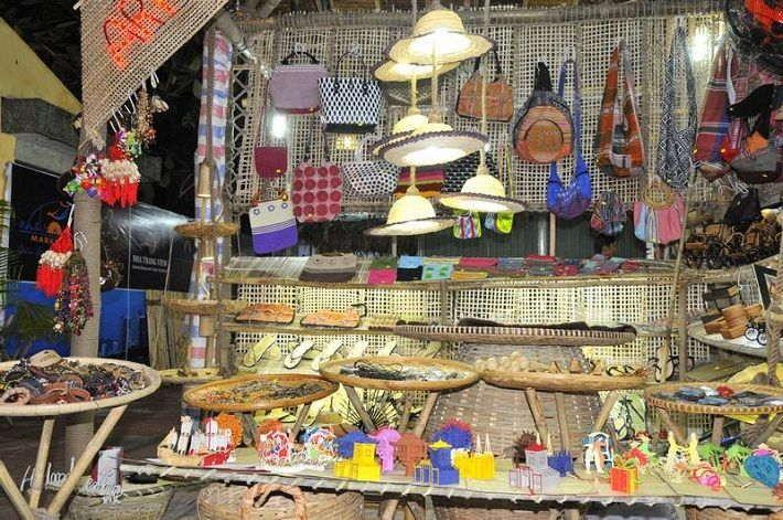 Chợ đầm địa điểm mua quà lưu niệm ở nha trang hút khách du lịch