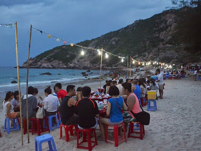 Ăn uống tập thể trên đảo