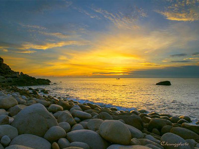 Bãi đá trứng Bình Hưng