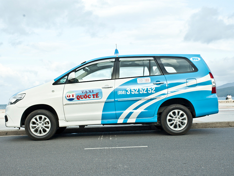 Taxi di chuyển đến Vinpearl