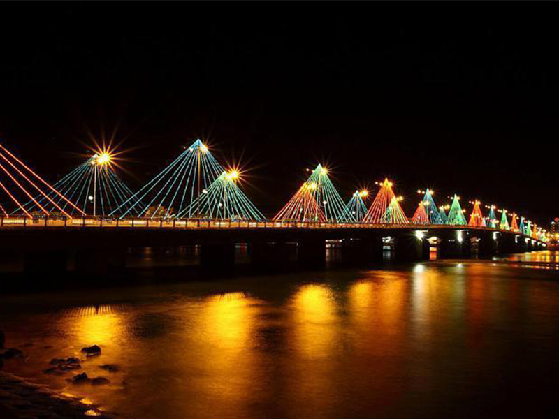 Vẻ đẹp khi thành phố lên đèn ở Cầu Trần Phú