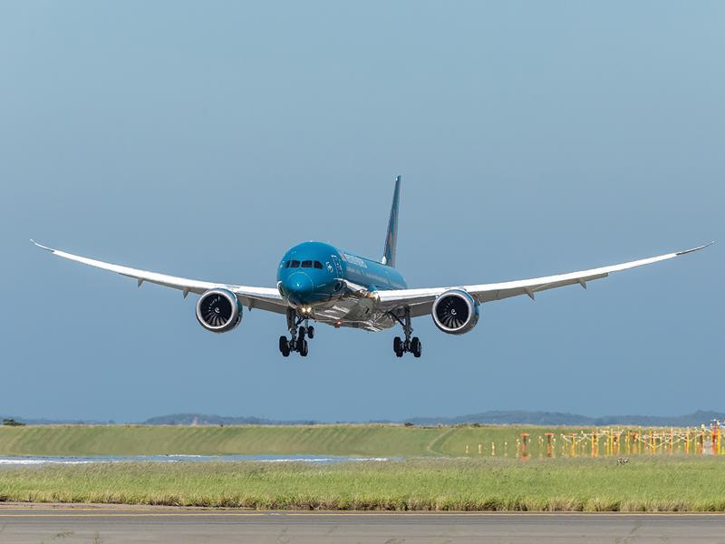 Máy bay xuống sân bay Cam Ranh