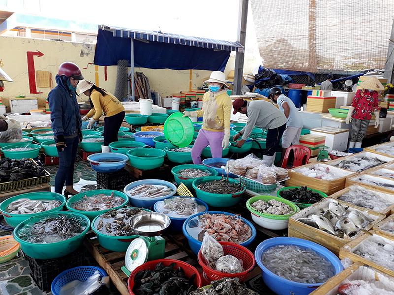 Chợ cảng Vĩnh Lương