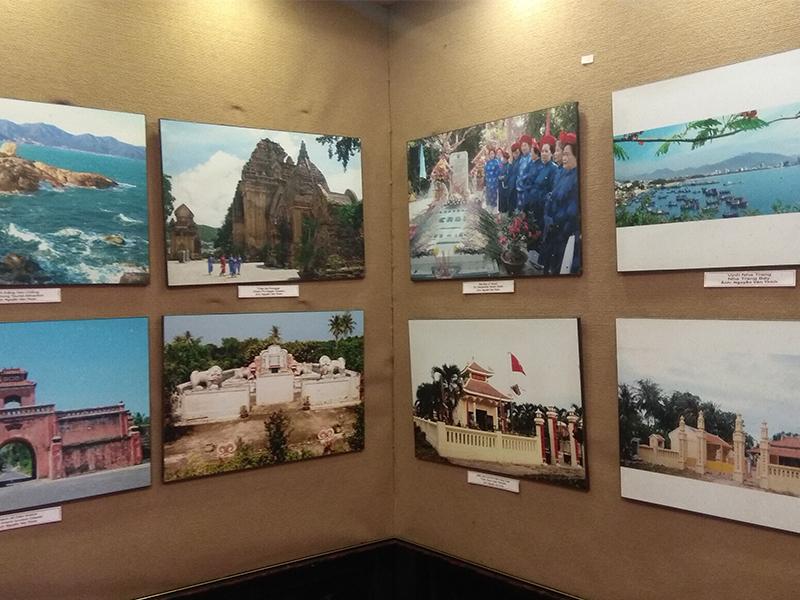 Những bức ảnh tại hội quán