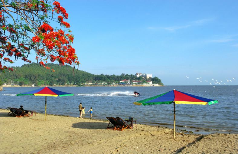 Biển Nha Trang xanh mát