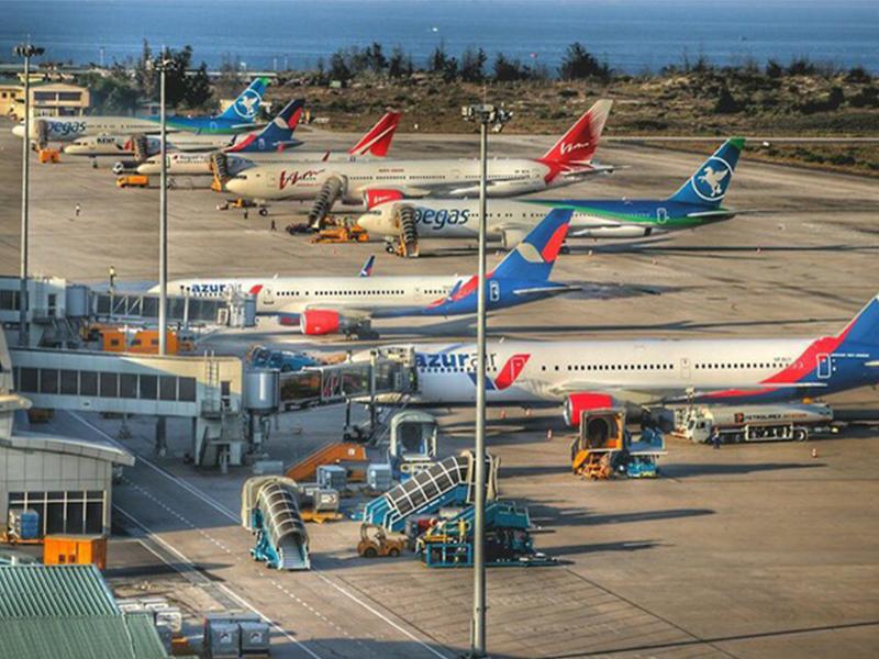 Đón nhiều hành khách từ các nước trên thế giới