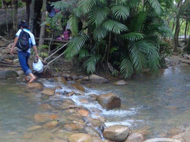 Vượt qua những con suối