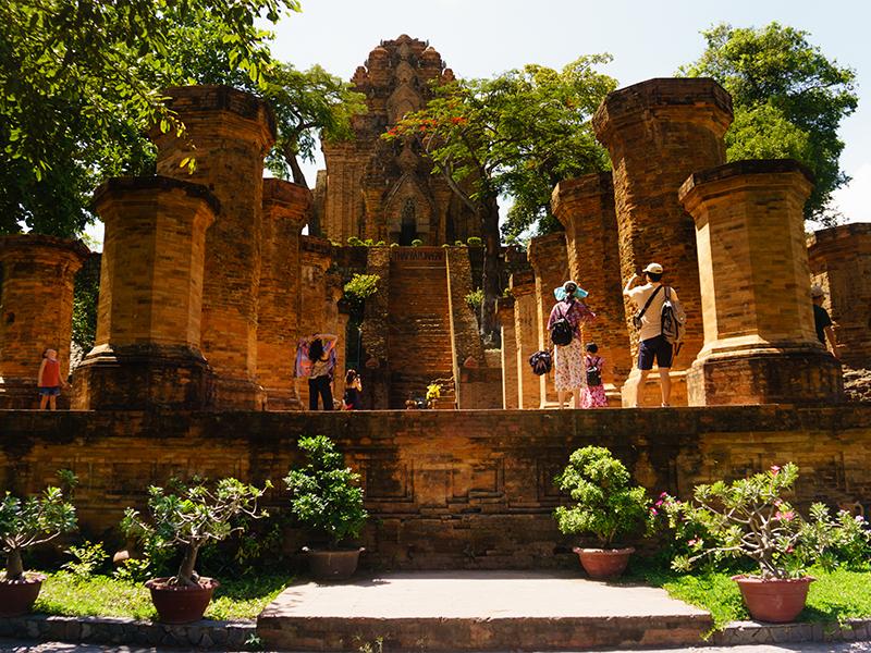 Khu di tích tháp bà Pangar