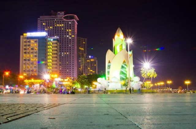 Tháp Trầm Hương về đêm