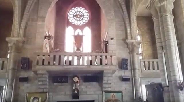 Trang trí phía trong nhà thờ Núi