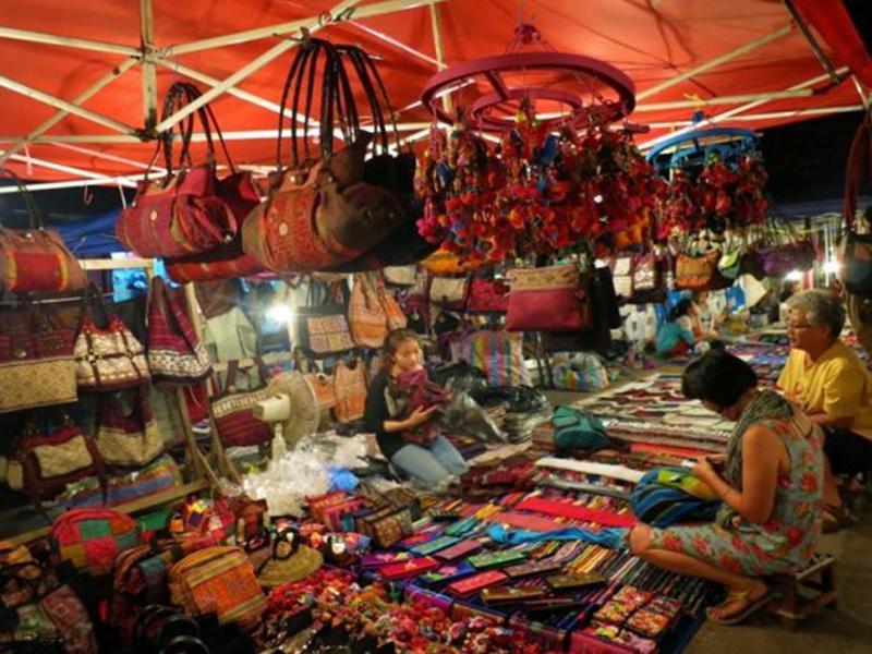 Vui chơi mua sắm, tại chợ đêm